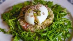 Salade de quinoa aux œufs mollets : UN GARS UN CHEF
