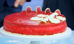Selasi's vanilla, raspberry and white chocolate cake mirror glaze on The Great British Bak ...