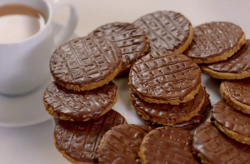 Paul Hollywood homemade digestive biscuits on City Bakes