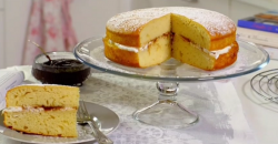 Paul Hollywood Icelandic skyr yoghurt sandwich cake with rhubarb jam on Paul Hollywood City Bake