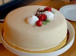 Norwegian White Lady Cake on Paul Hollywood: City bakes