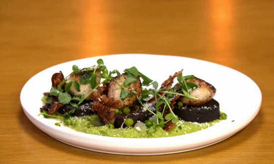 Jason's scallops and black pudding with mint and pea puree on Yes Chef