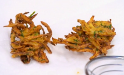 Atul Kochhar crispy onion bhaji with mango powder on Yes Chef