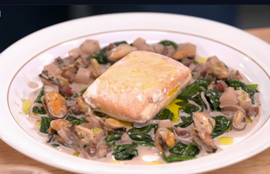 Stephen Terry's salmon with mussels, spinach and salmon puree dish on Yes Chef