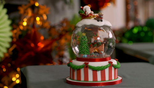 Jo's winning snow globe cake decoration on Kirstie's Handmade Christmas