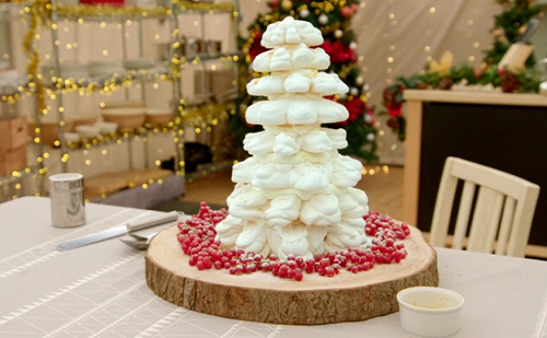 Mary Berry's snowflake cake on Mary, Mel and Sue's Big Christmas Thank You