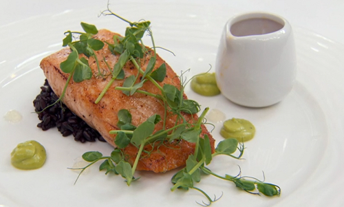 Sesi's Thai black rice with fried salmon and seafood sauce on Masterchef 2018