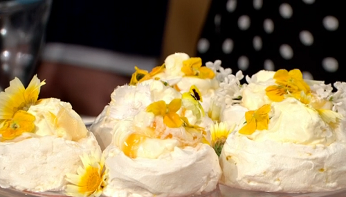 Juliet Sear lemon and elderflower pavlova for The sweetest street party treats on This Morning