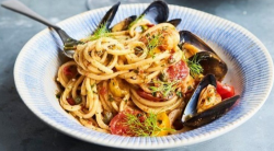 Jamie Oliver's speedy Seafood Linguine with scallops, squid and mussels on This Morning