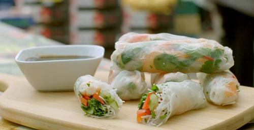 Chris Bavin Vietnamese summer rolls on Eat Well for Less?