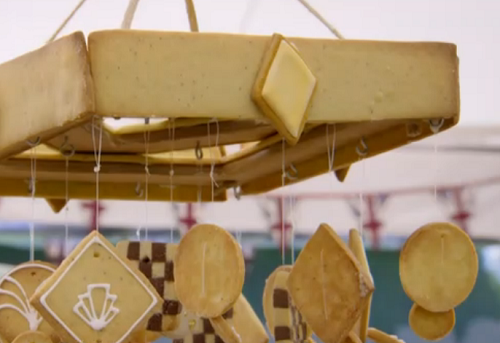 Manon's art deco spiced biscuit chandelier on the Great British bake off 2018