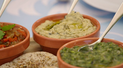 Paul Hollywood pitta bread with 3 dips on the Great British Bake Off 2018 Final