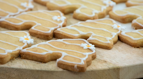 Jess Phillips honey and lemon beehive shortbread biscuits on The Great Celebrity Bake Off for St ...