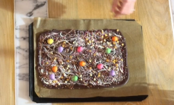 Lisa Faulkner's chocolate bark with sweets and white chocolate on John and Lisa's Weekend  ...