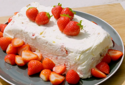 Tilly's strawberry ice cream cake on Matilda and the Ramsay Bunch
