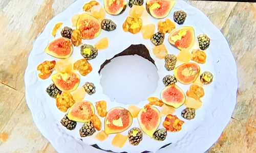 Alice's gingerbread fruit cake wreath on The Great British Bake Off 2019