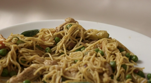 Rita Walton's healthy chicken chow mein on Eat Well For Less?