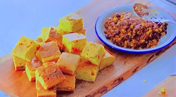 Paul Hollywood's Santa Fe beef chilli with smoked chilli peppers and cornbread with jalape ...