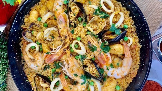 Jose Pizarro's perfect paella with monkfish, prawns, mussels and squid on This Morning