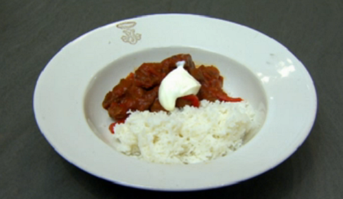 Anthea Turner S Hungarian Goulash With Sour Cream On Celebrity Come Dine With Me 2020 Sharingboost