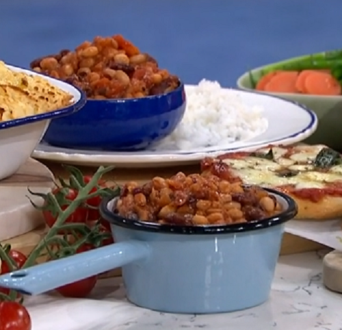 Phil Vickery's vegetarian four beans chilli on This Morning