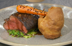Thomas' roast fillet of beef with black treacle and mustard glaze, Yorkshire pudding, carr ...