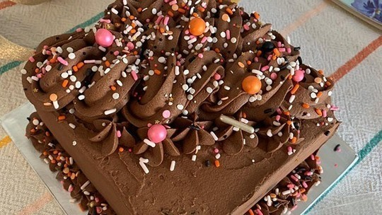 Mamie McCoy's chochie mochie chocolate party cake on This Morning