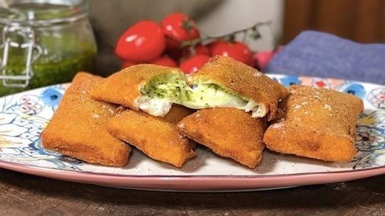 Gino D'Acampo deep-fried buffalo mozzarella with sandwich bread and basil pesto on This Morning