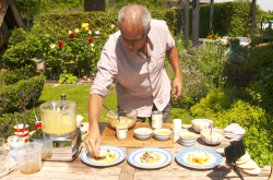 Phil Vickery's hummus masterclass with tahini, yoghurt and chilli on This Morning