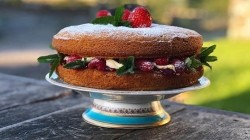 Alison O'Neill's perfect Victoria sponge cake with strawberry jam, mint, lemon and c ...