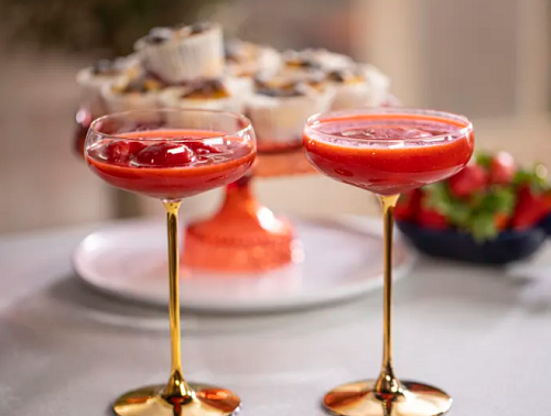 John Torode Frozen Strawberry Daiquiris with Rum on John and Lisa's Weekend Kitchen