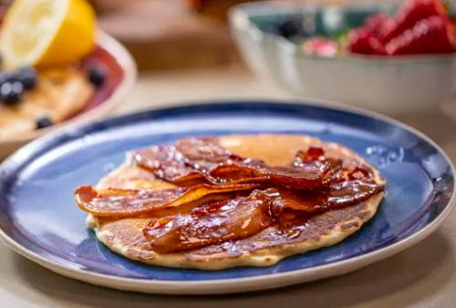 Lisa Faulkner's American pancake with bacon and maple syrup on John and Lisa's Weeke ...