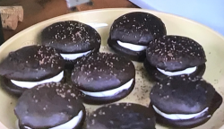 Matt Lewis whoopie pie with chocolate and Swiss meringue on James Martin's United Cakes Of ...