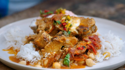 Jamie's  quick butter chicken curry with rice, chickpeas and sweet corn on Jamie: Keep Coo ...