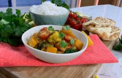 Ainsley Harriott light vegetarian Friday Night Curry with cauliflower, butternut squash, lentils ...