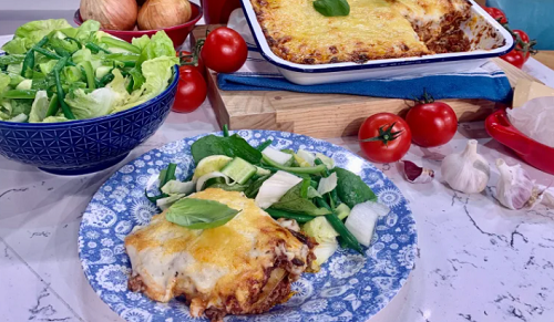 Joseph Denison Carey's classic lasagne with dried pasta, beef mince and salad on This Morning