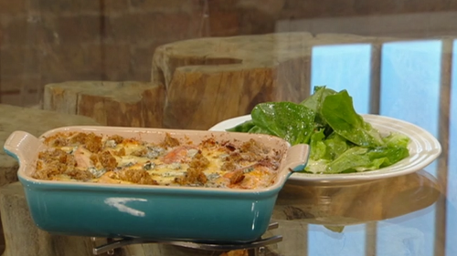 Matt Tebbutt baked cheesy pasta with croutons and salad on Saturday kitchen