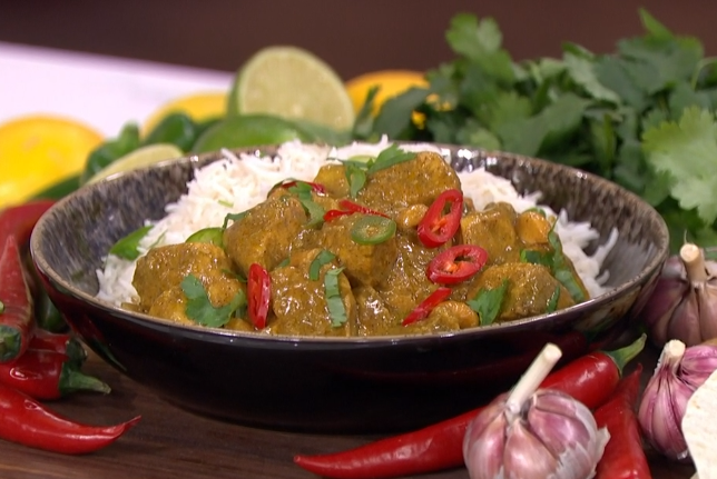 Nisha Katona's coconut and pineapple chicken curry with cashew nuts on This Morning