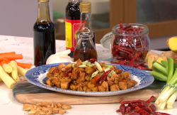 Gok Wan kung pao chicken with Chinese black vinegar on This Morning